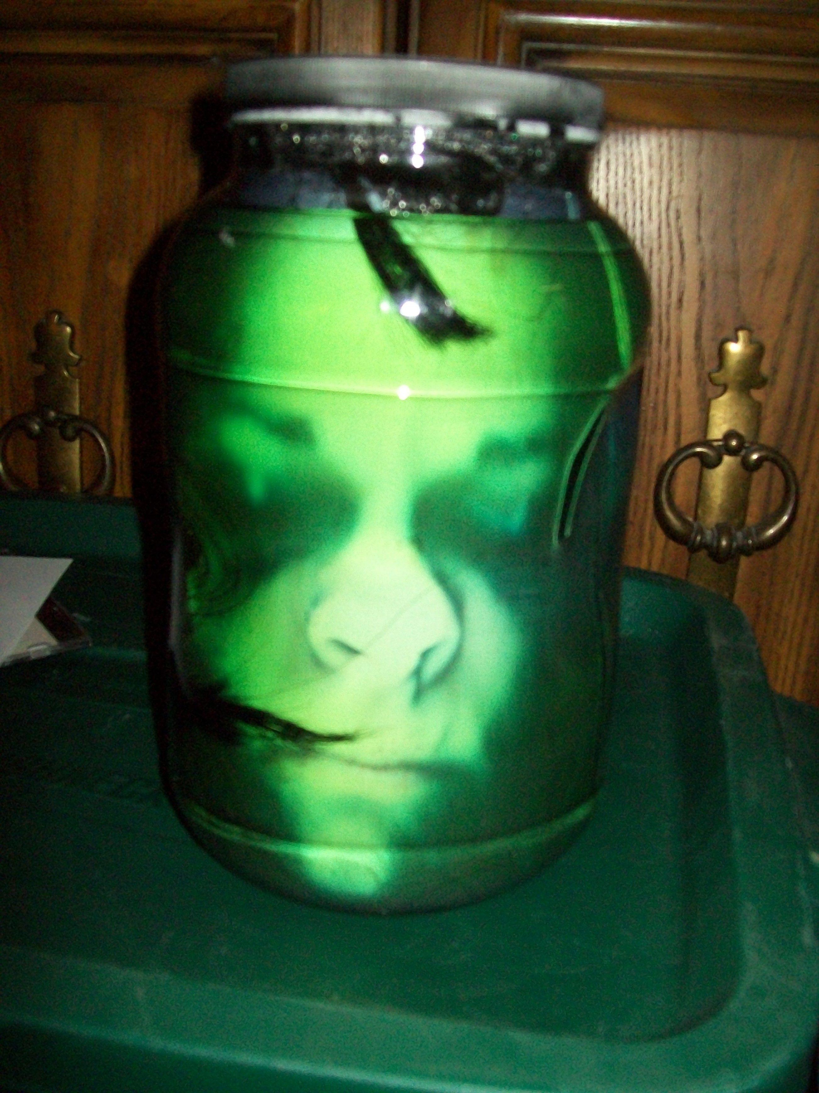Head in jar illusion halloween pinterest for Heads in jar