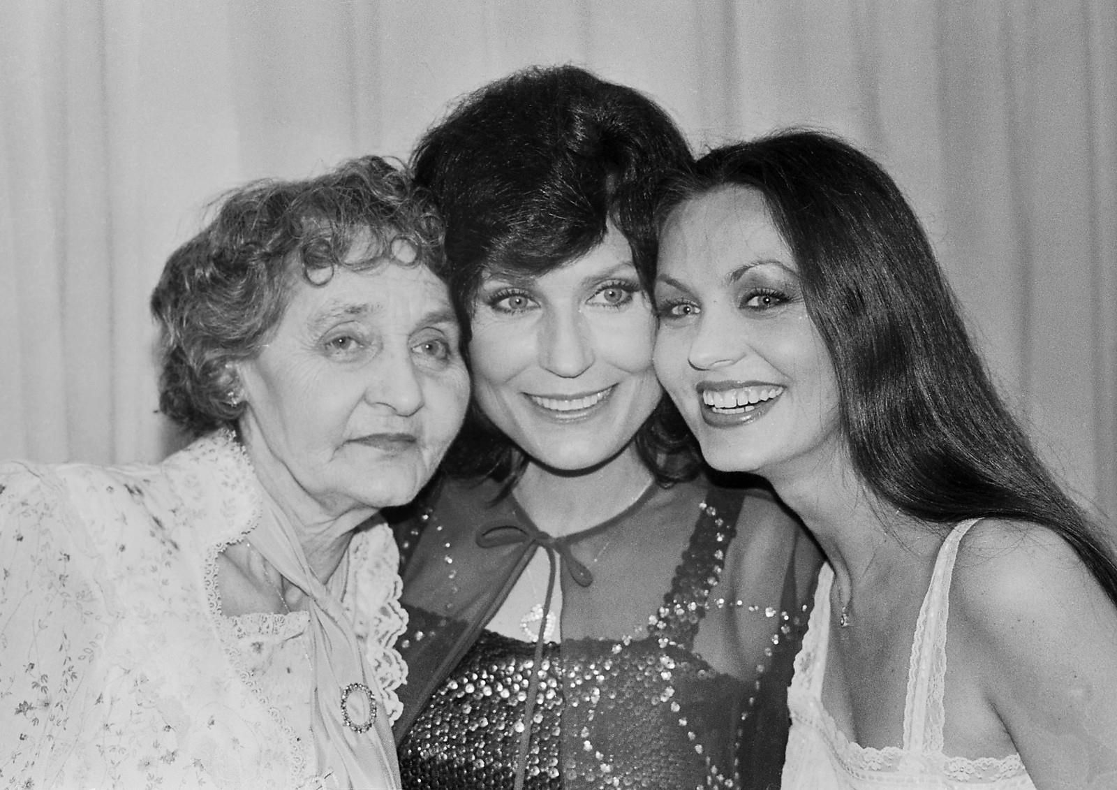 Loretta Lynn and Crystal Gayle with their Mama, Clara Webb ...