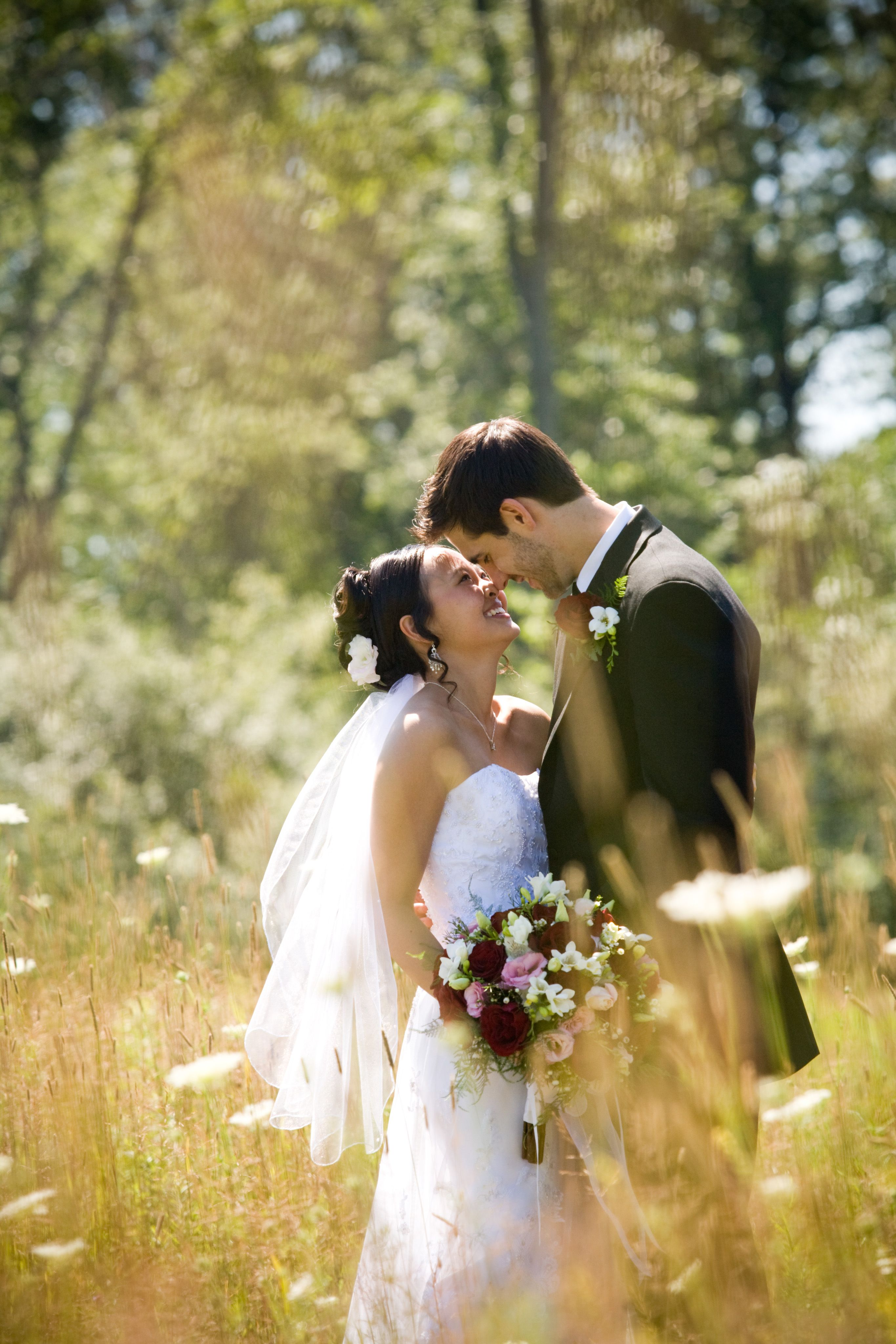 Outdoor wedding couple pose maternity posing pinterest for Outdoor wedding photography poses