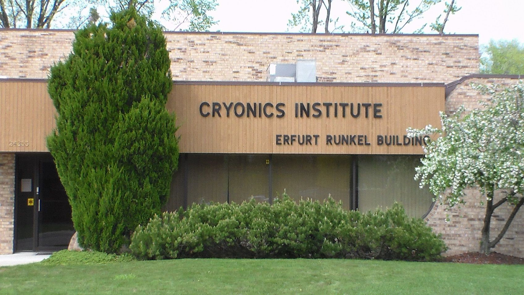 cryonics institute Inside the controversial cryogenics institute where 14-year-old brit girl is being frozen for £37k in hope of being cured.