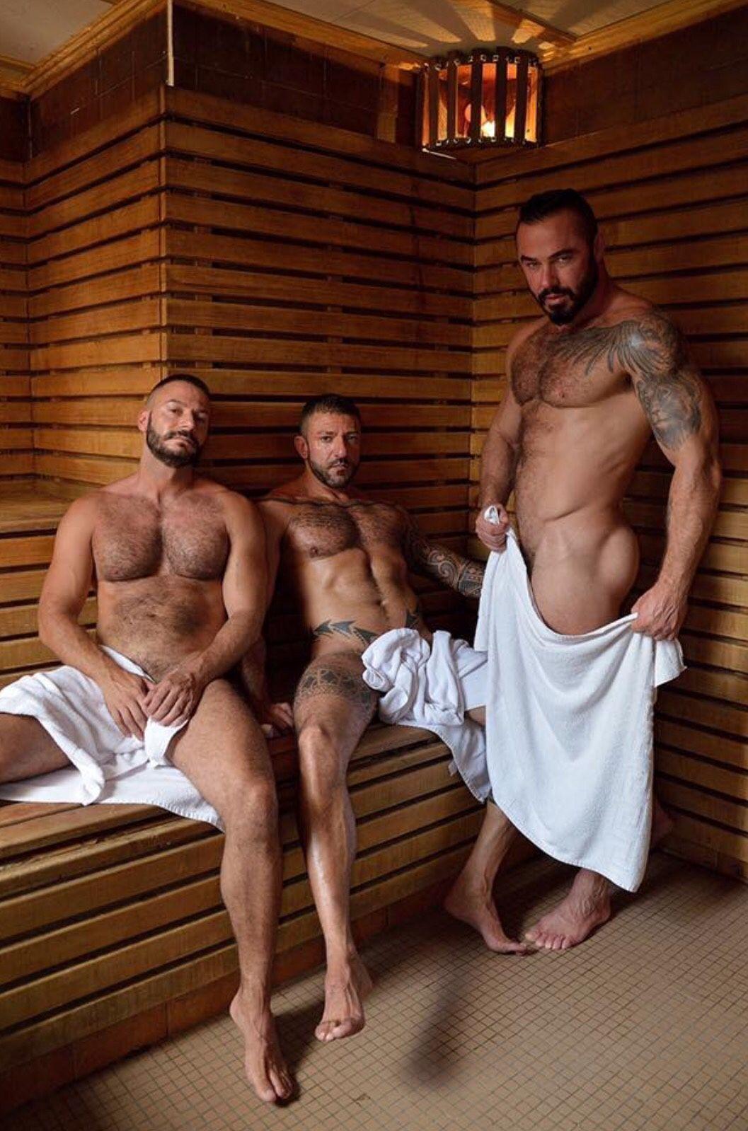 Обнаженные Мужчины В Сауне