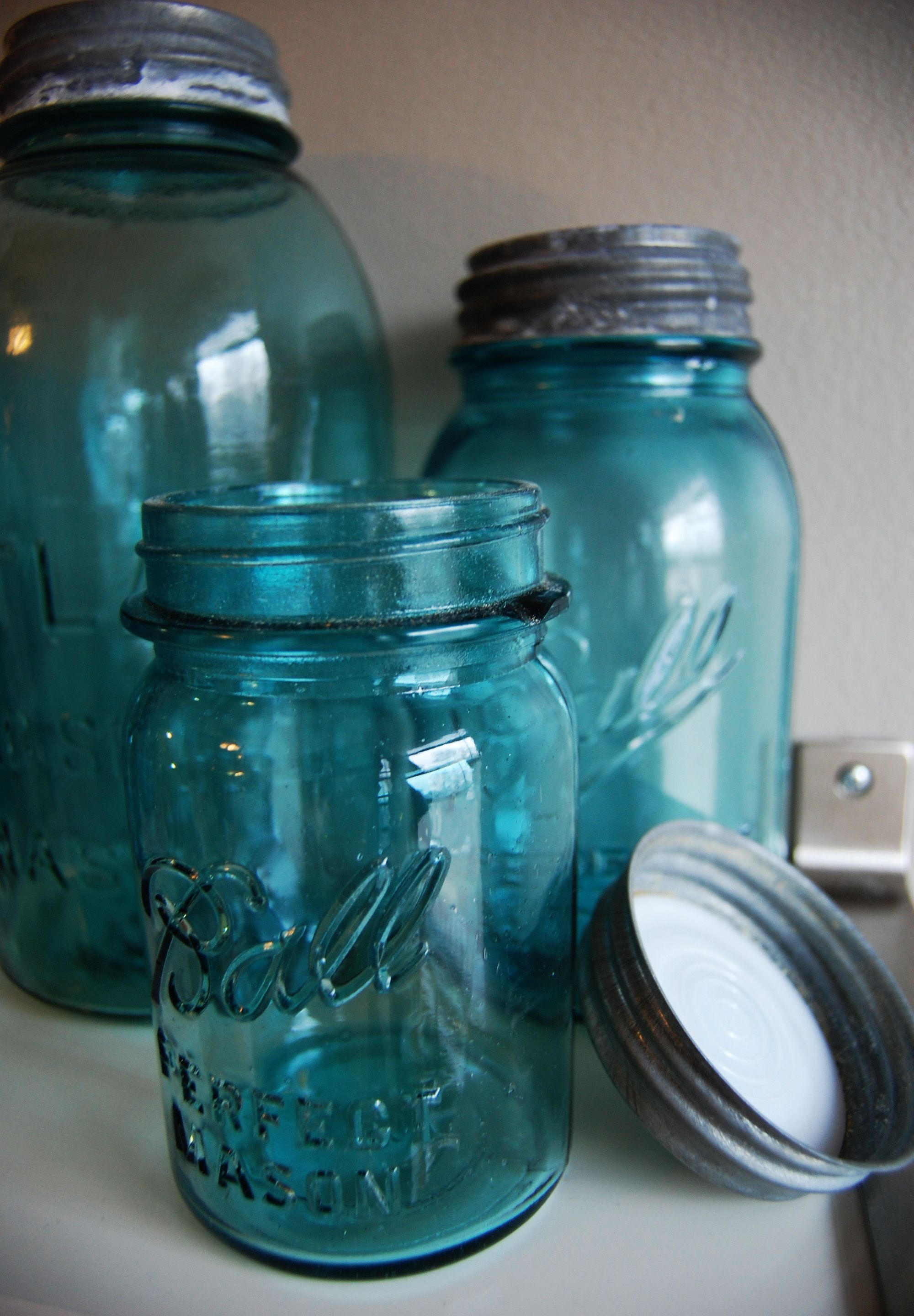 dating vintage ball mason jars An antique ball brand perfect mason jar sold on ebay for about $80, likely because its deep olive green color is relatively rare color can also help date your jar.