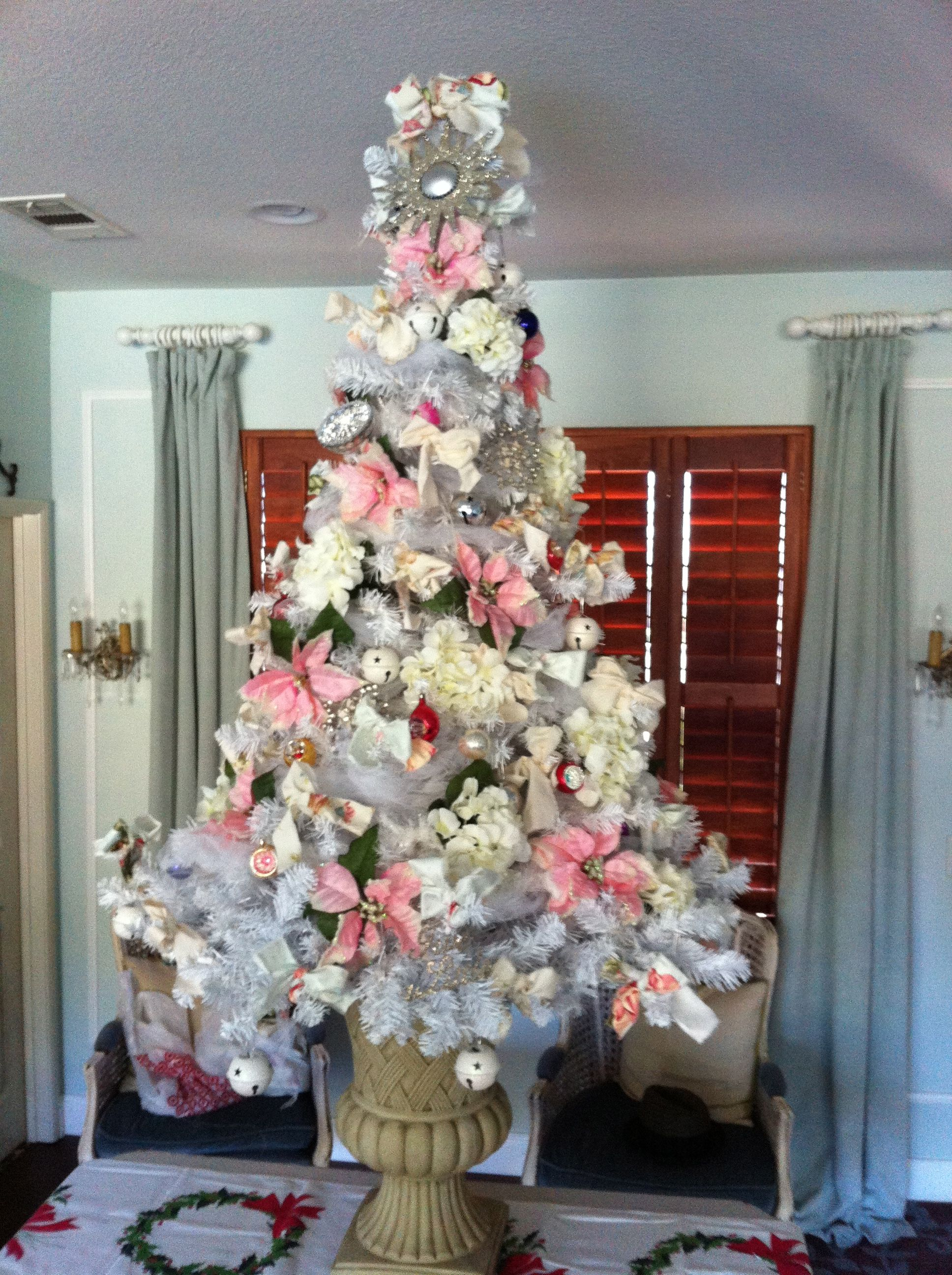Shabby chic christmas tree holiday christmas trees for Shabby chic christmas
