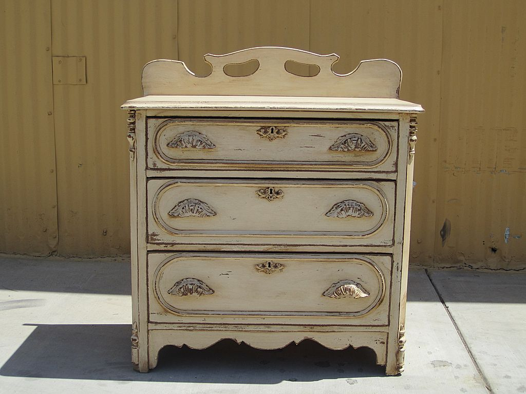 Re painted antique chest of drawers decorating ideas for Chest of drawers ideas