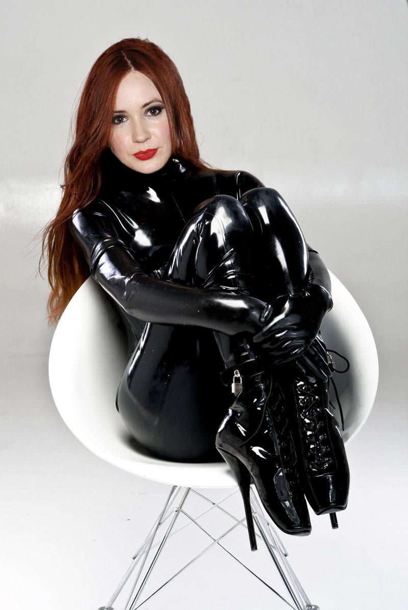 Famous bitchy girl Latex Lucy is the real queen of BDSM and latex № 959732  скачать