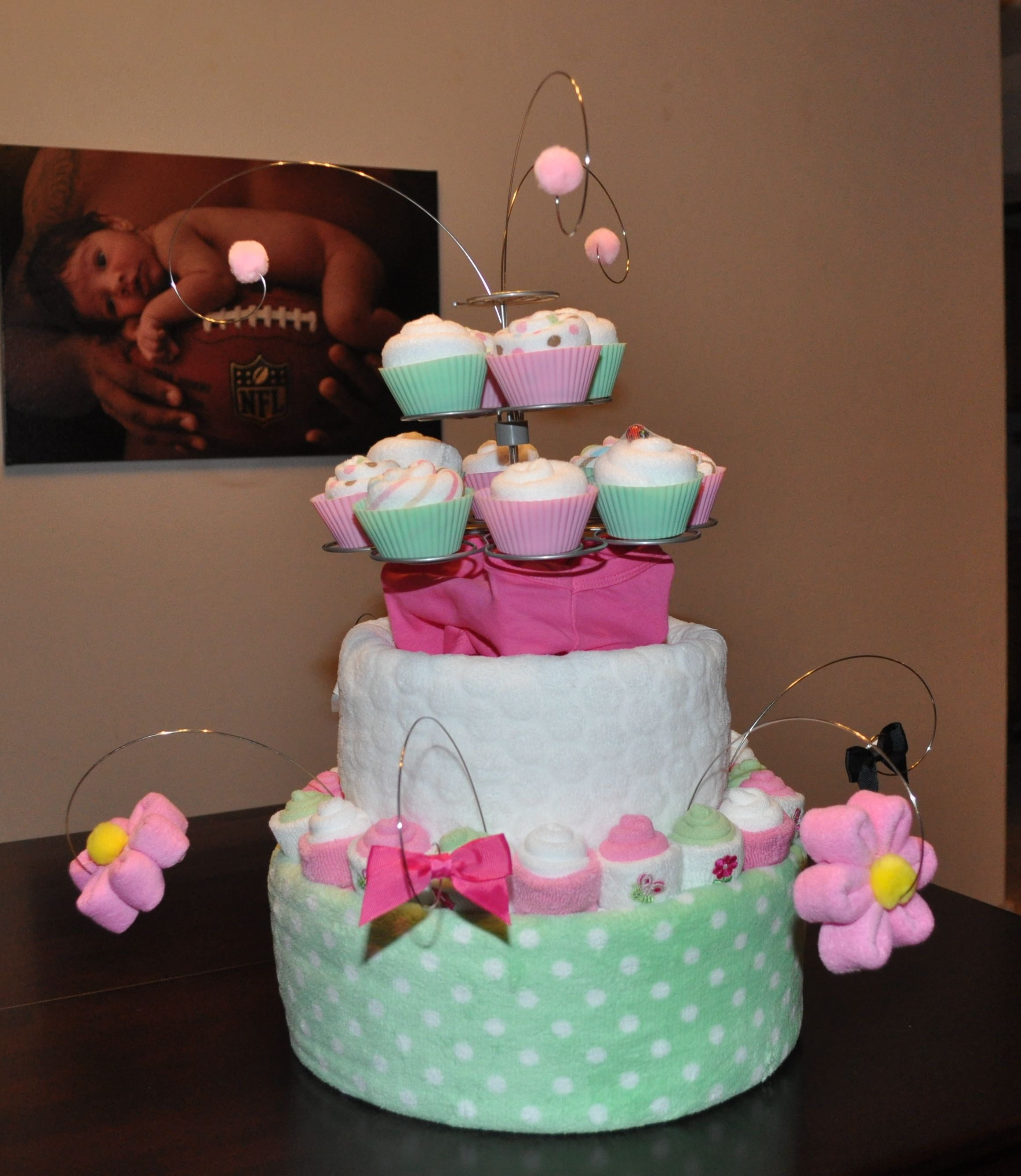 Diaper cake for baby shower baby cakes more ideas for Baby shower diaper cake decoration