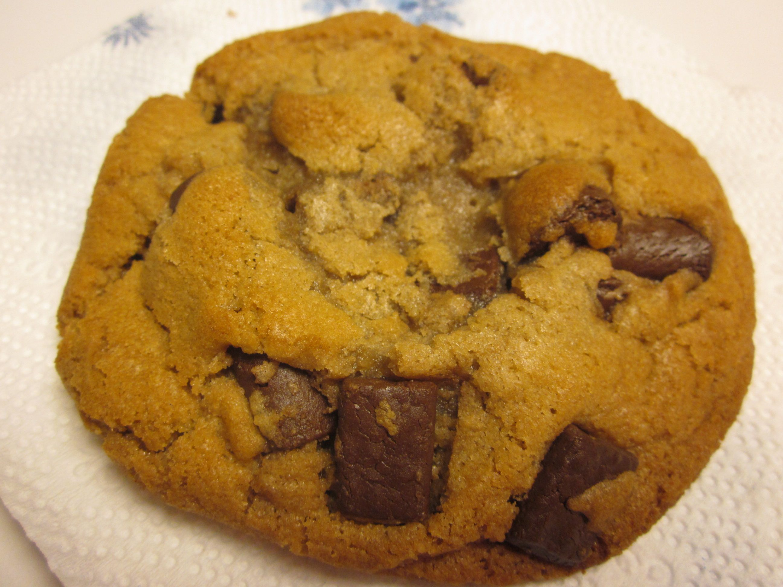 brown butter chocolate chunk cookies | Working my way through my pint ...