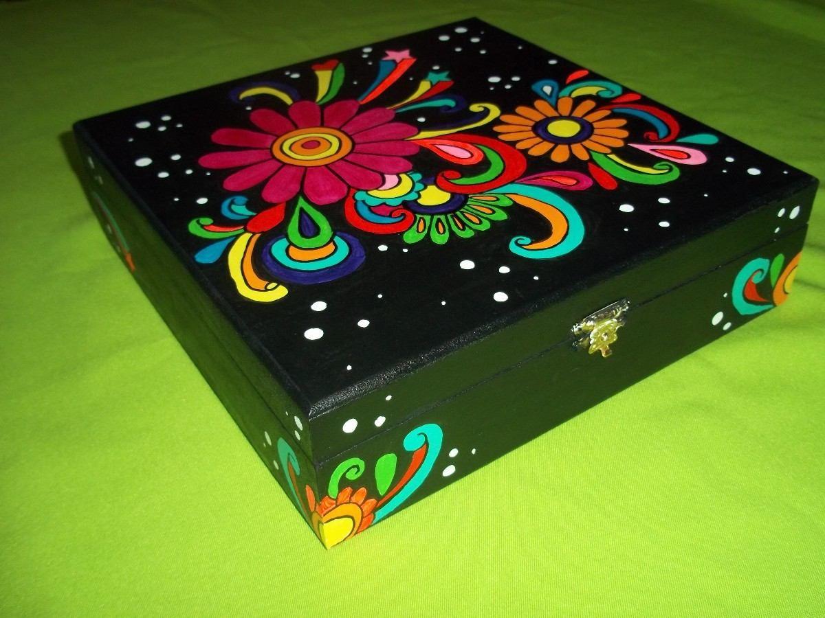 Fotos de cajas de madera pintadas a mano