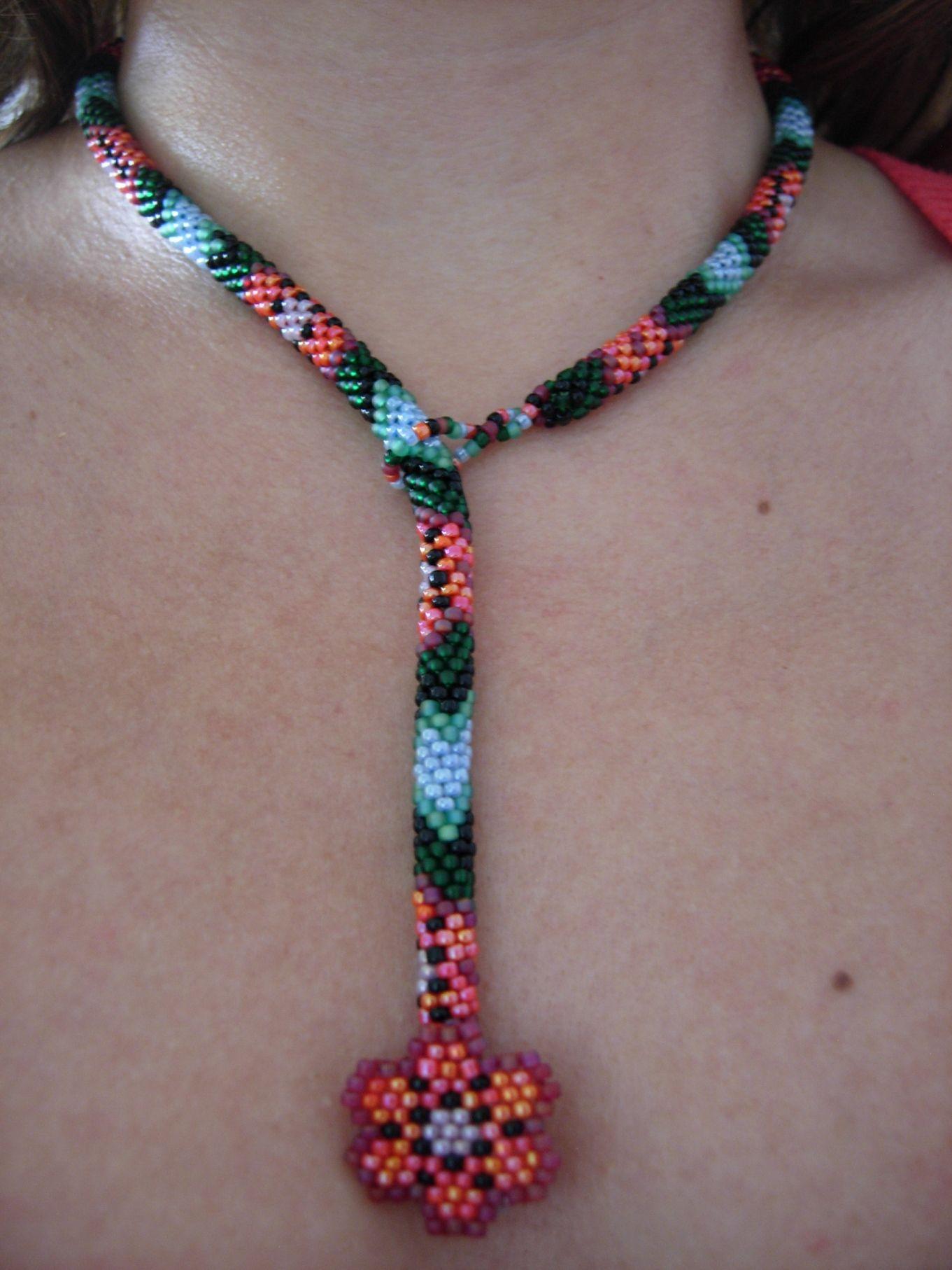 Posición 2 del collar Flores y Hojas