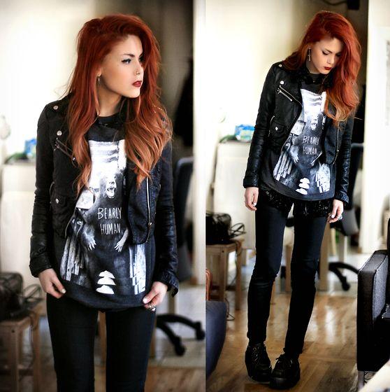 Девушка в рокерской одежде