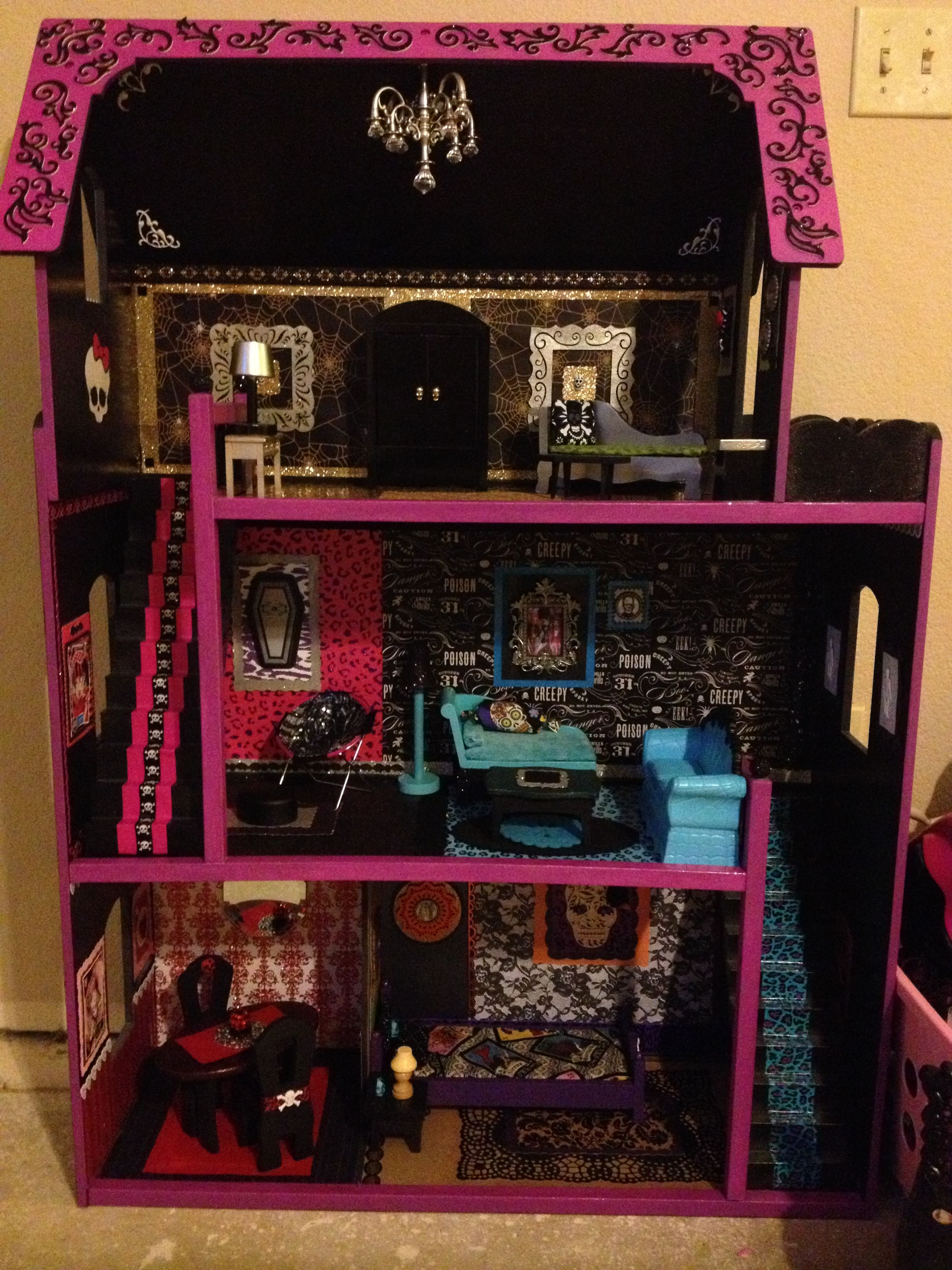 Как сделать дом для кукол Монстер Хай и Барби из коробки