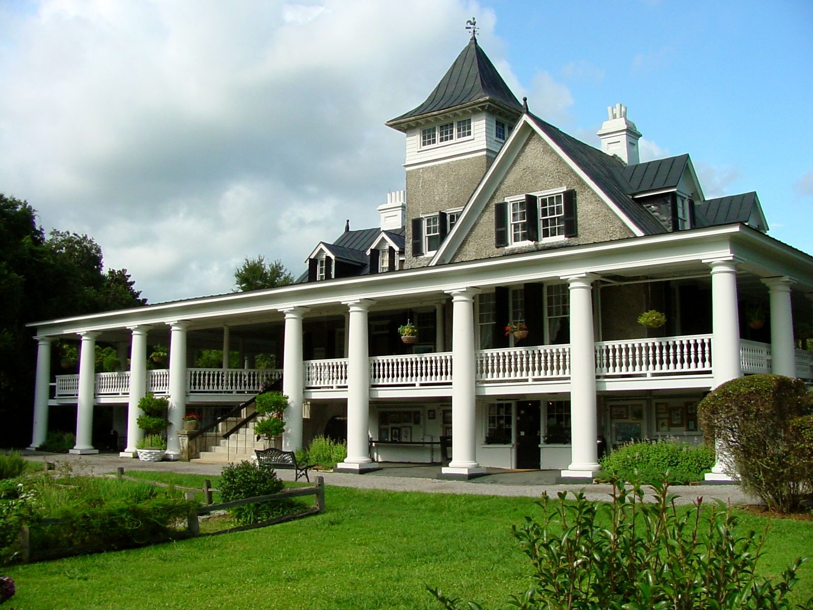 Balcony and front railing house beautiful pinterest - Beautiful houses with balcony ...