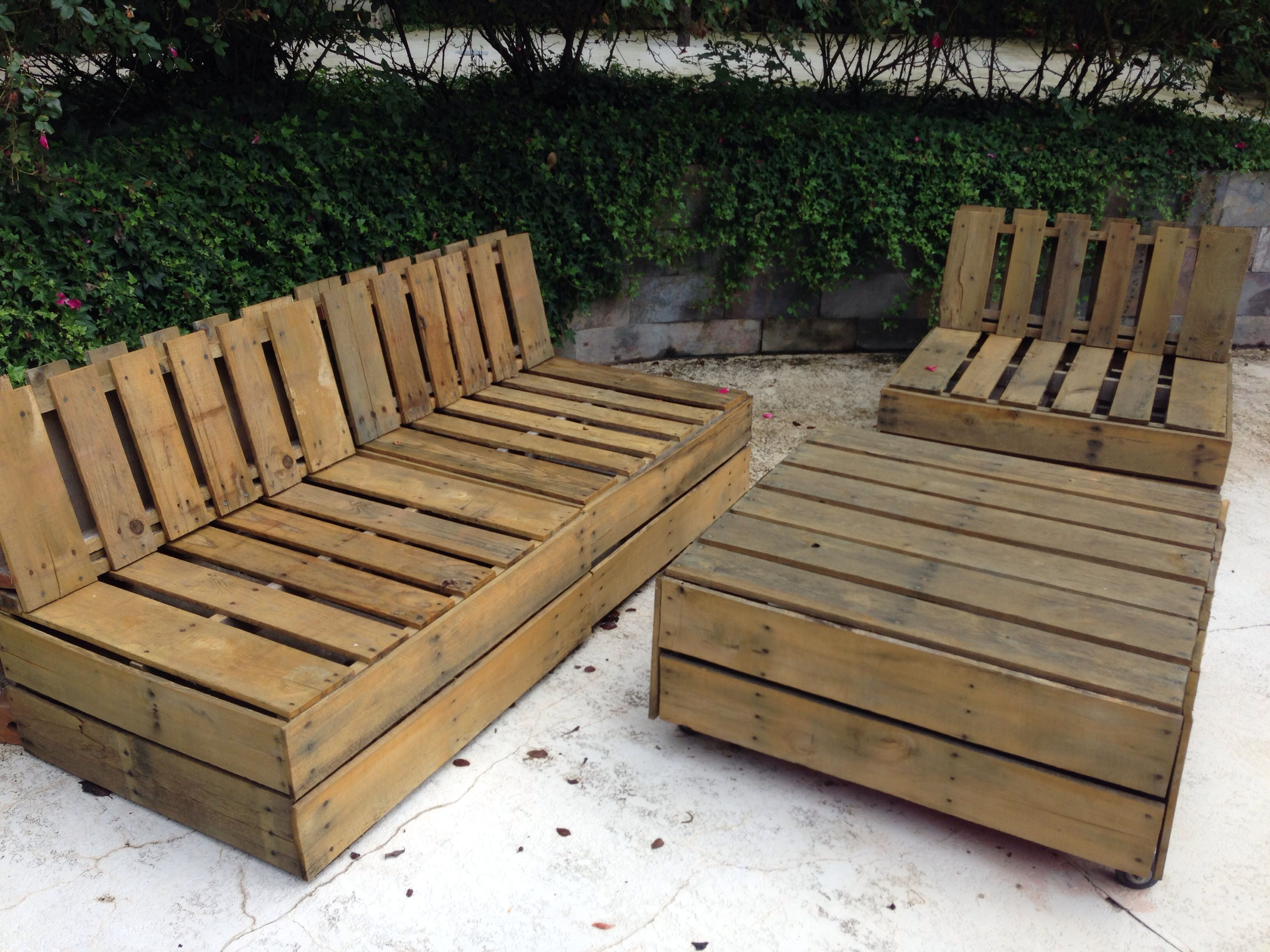 Outdoor pallet furniture pallet projects pinterest - Chaise longue en palette bois ...