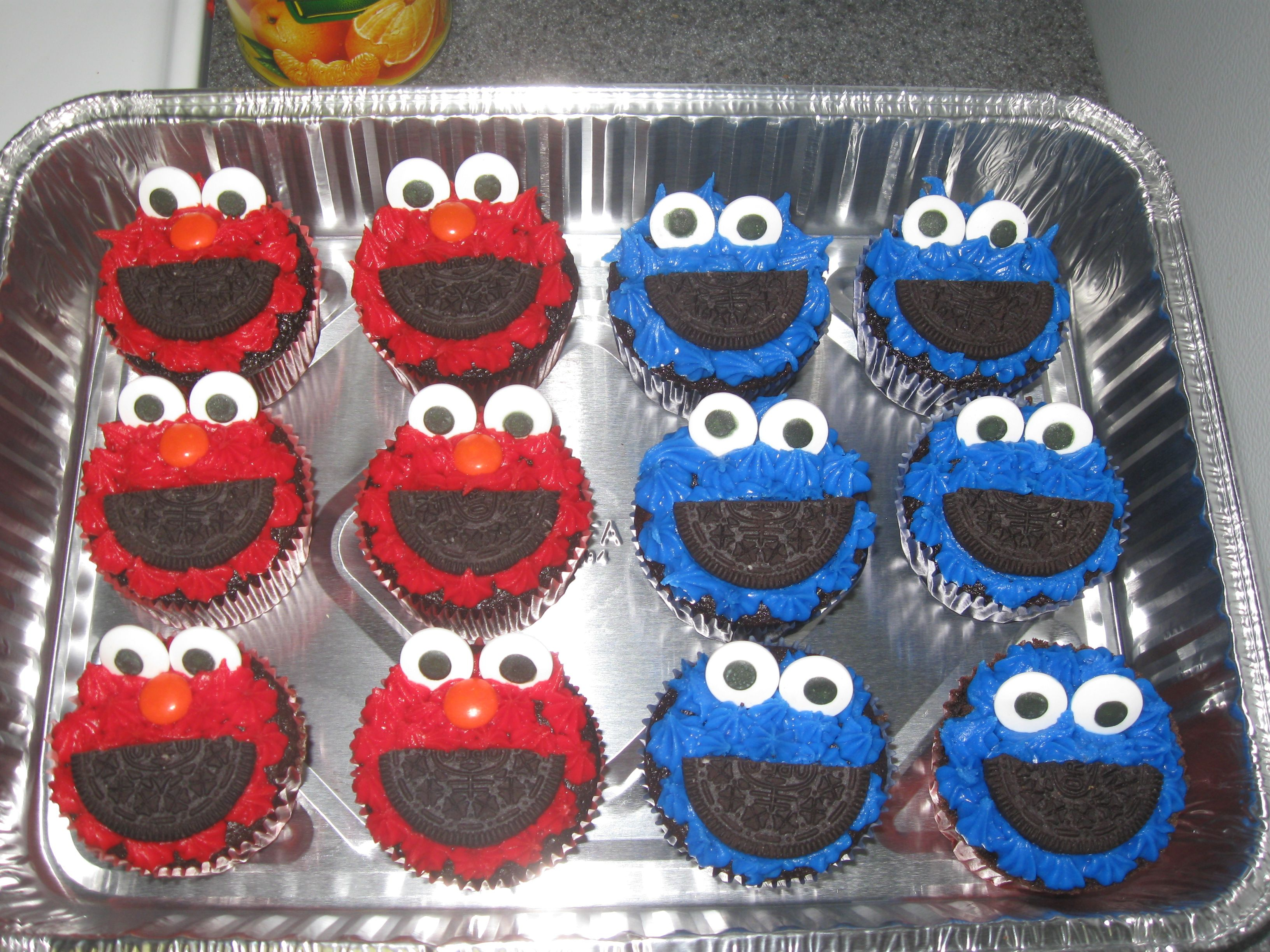 Elmo and cookie monster cup cakes my arts and crafts for Elmo arts and crafts