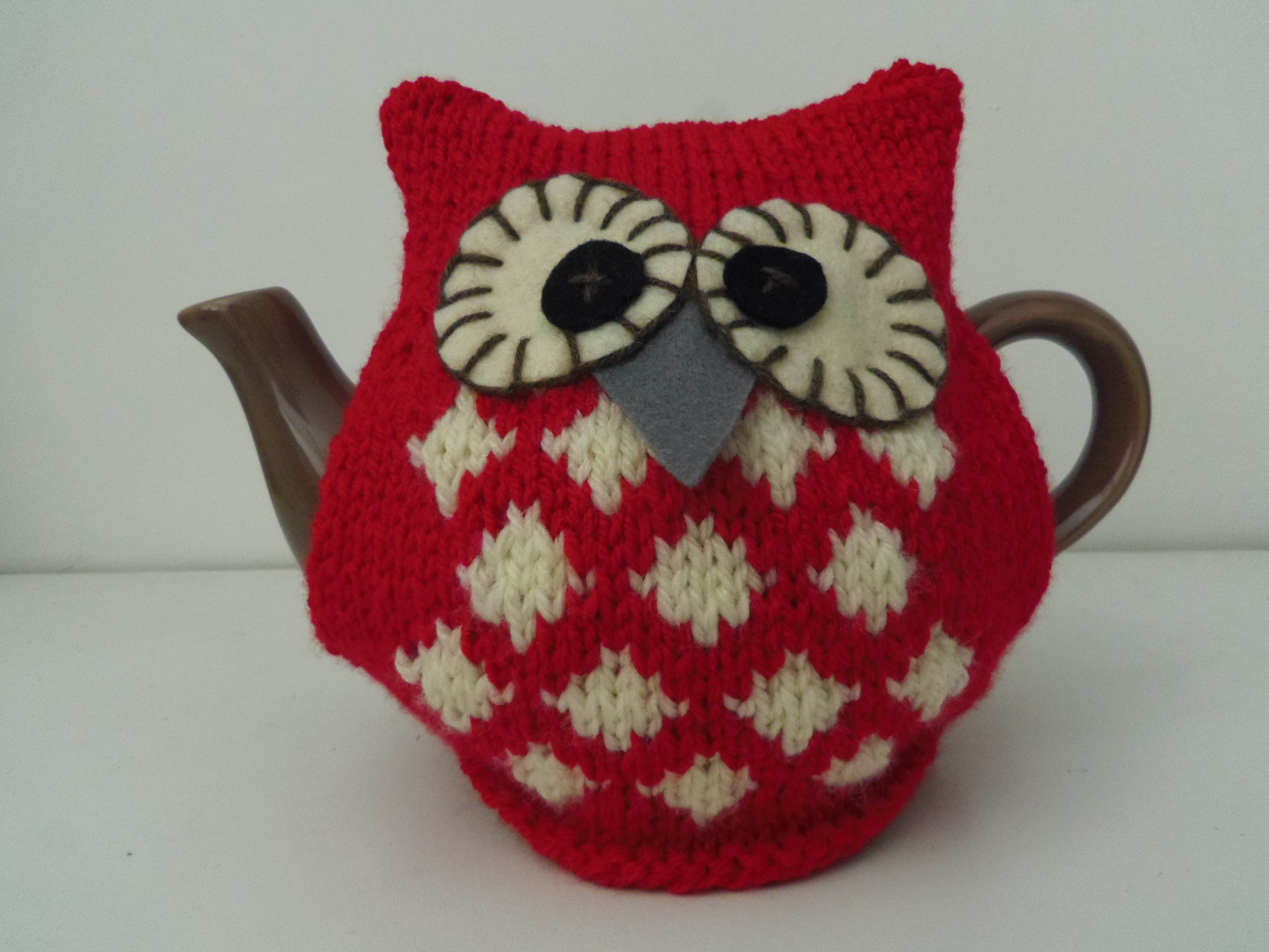 Knitted Owl Tea Cosy Pattern : Ravelry, Tea cosies and Beehive on Pinterest