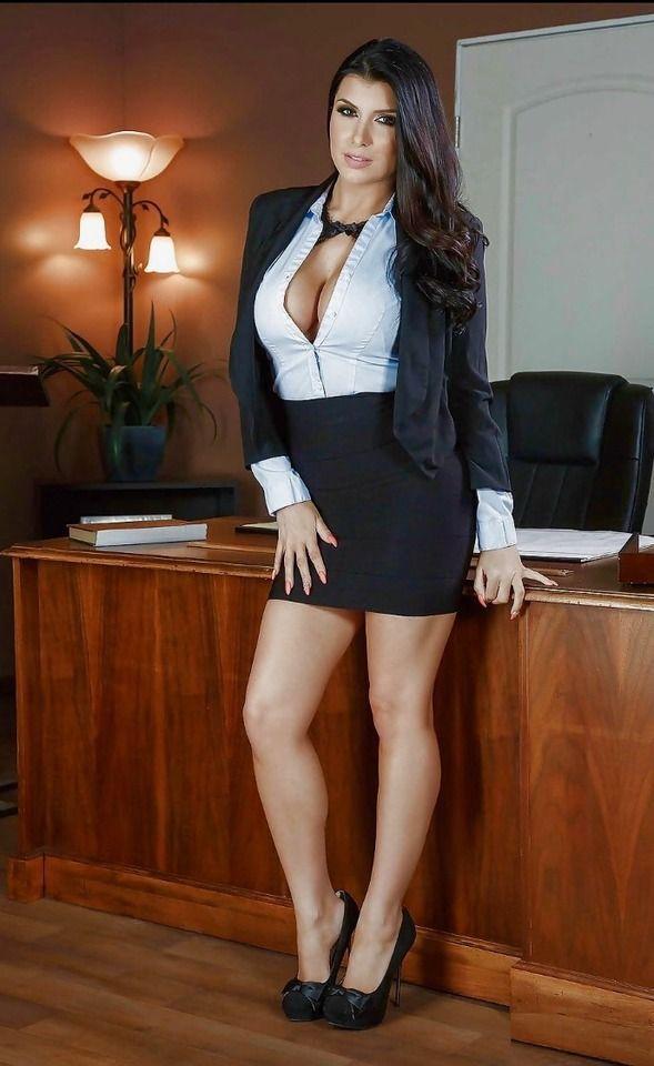 Gorgeous milf pornstar Romi Rain undressing her violet skirt № 82940  скачать