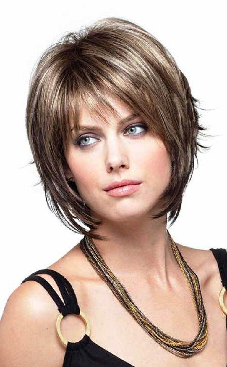 Градуированные стрижки на средние волосы для круглого лица