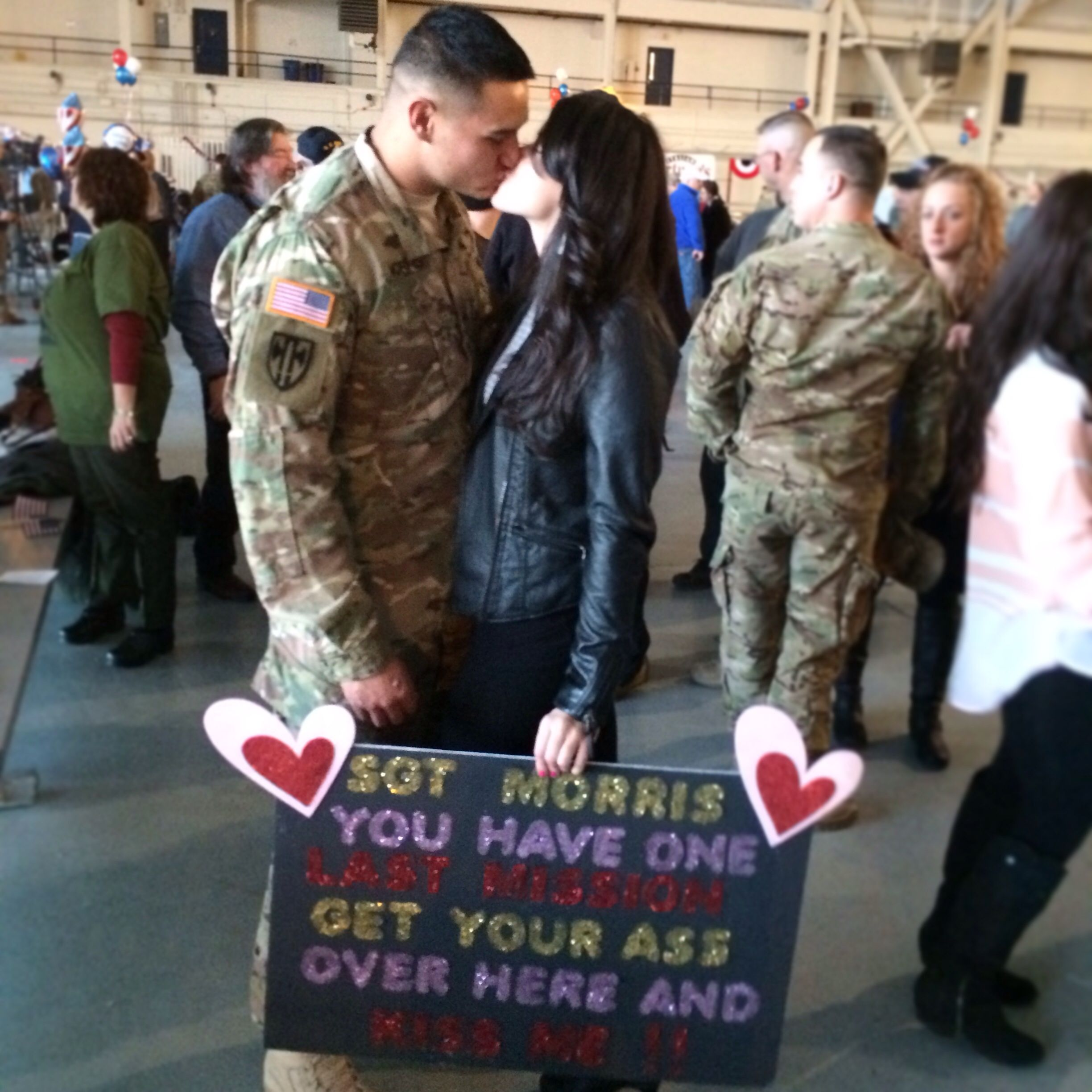 Military welcome home signs army strong mi amor for Welcome home troops decorations
