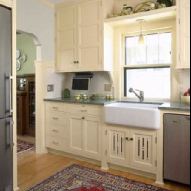 Arts and crafts kitchen arts and crafts style pinterest for Arts and crafts kitchen designs