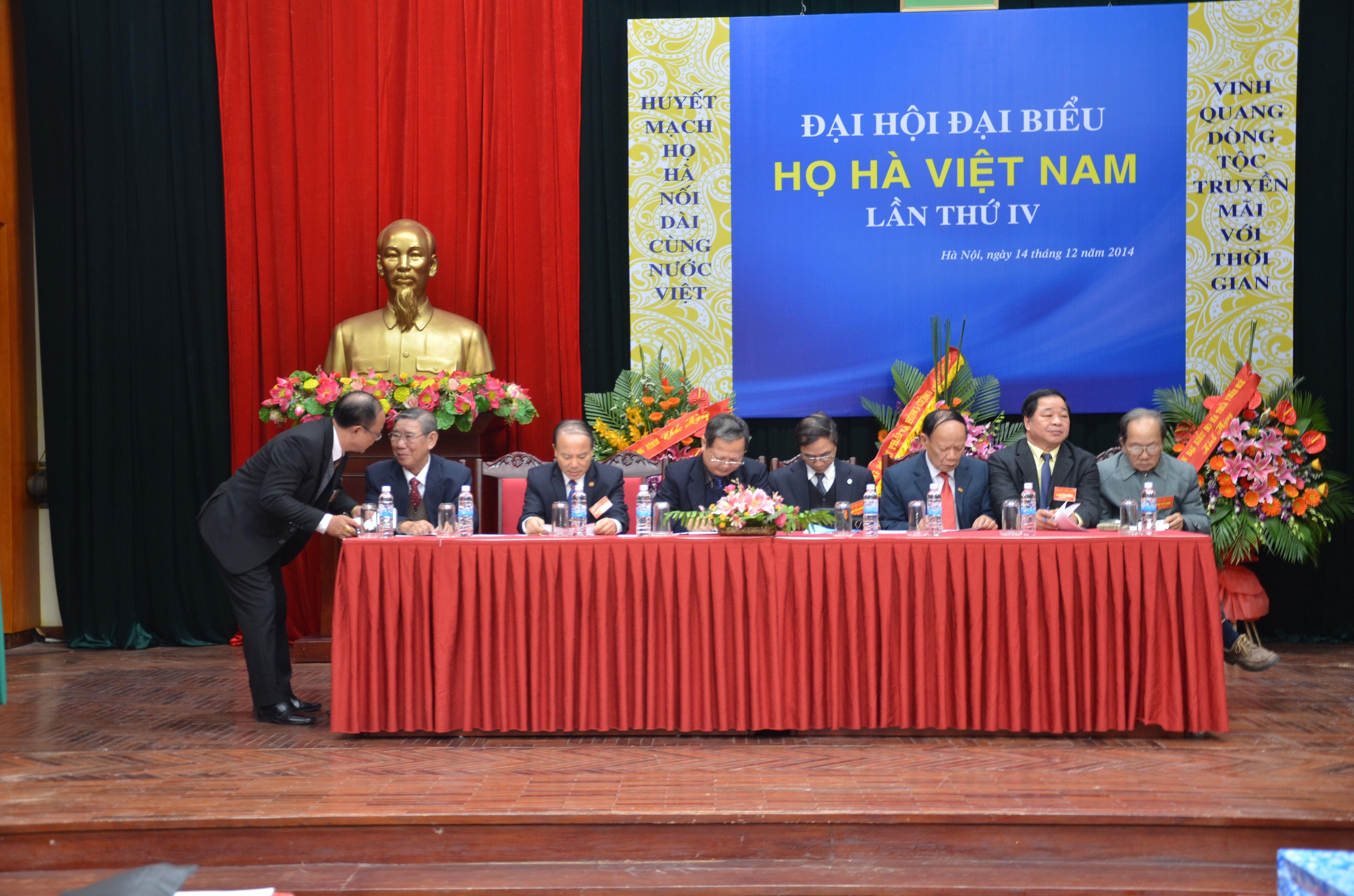 Đoàn chủ tịch chủ trì đại hội