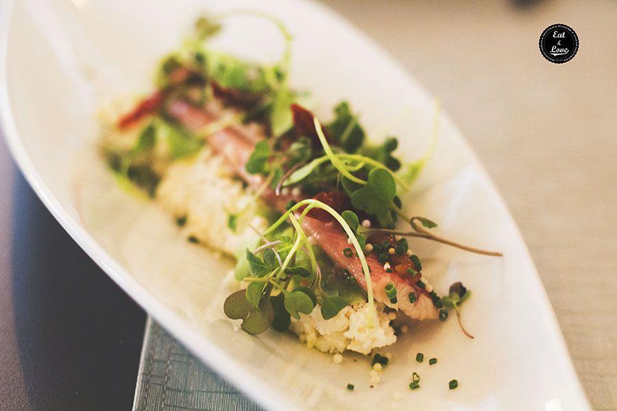 Anguila ahumada con tomate seco, queso ricotta, brotes tiernos y quinoa crispy - Restaurante Bacira Madrid