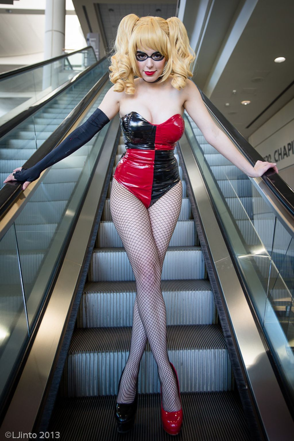 megacon harley and catwoman 4 sexy cosplay girls pinterest