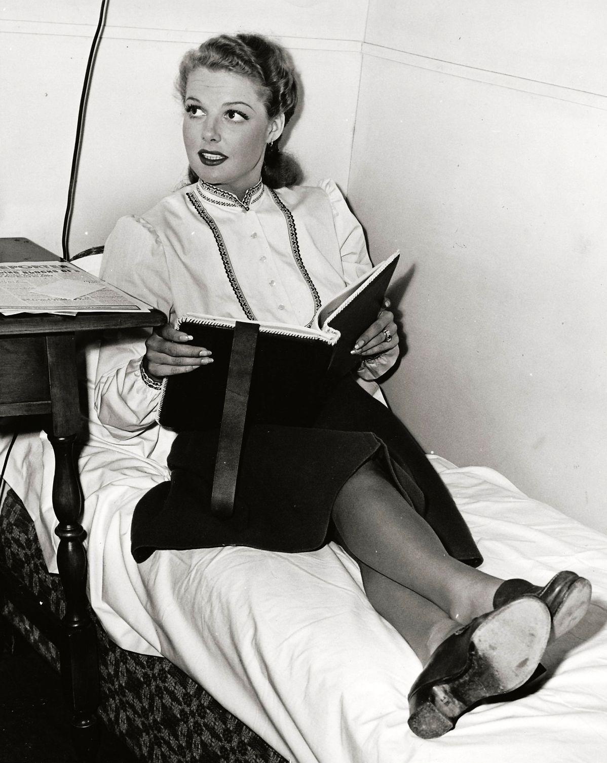Ann sheridan ann sheridan pinterest for Audrey bella chaise