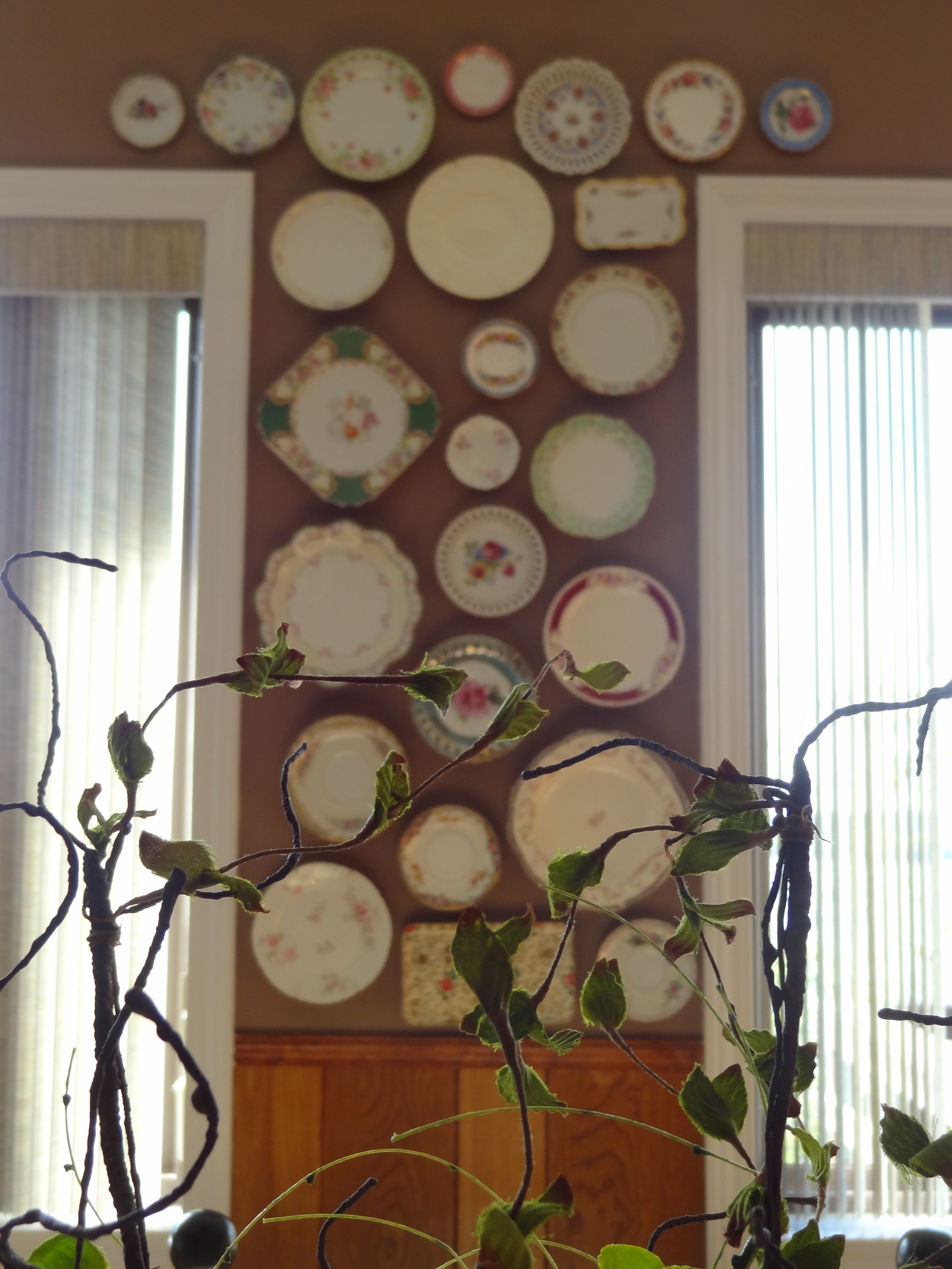 Kitchen Wall Decor With Plates : Antique plates on the kitchen wall decorating ideas