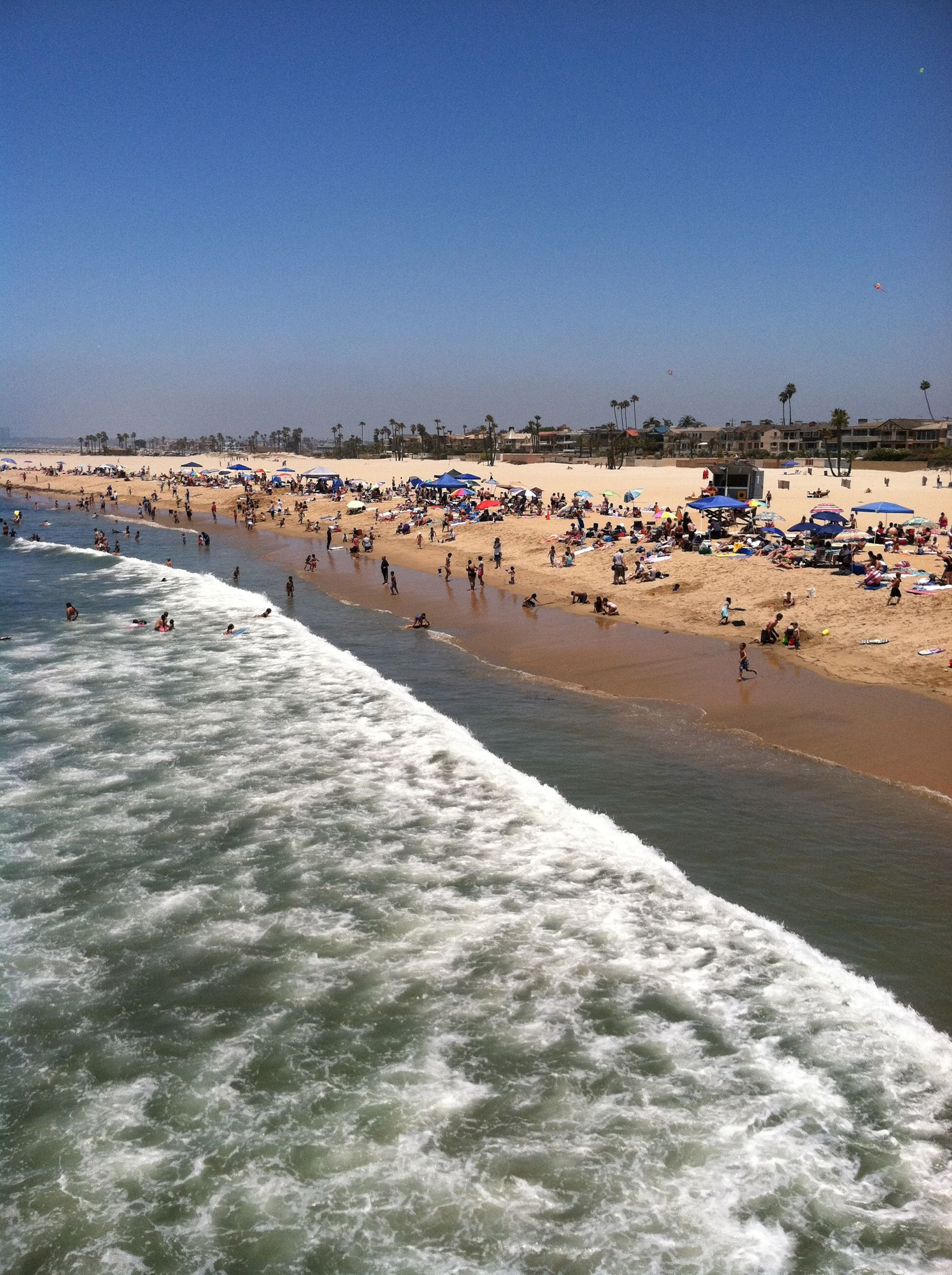 seal beach Located on the coast of southern california, the city of seal beach is located approximately 28 miles east of los angeles and is nestled between the cities of long beach and huntington beach in the westernmost corner of orange county.