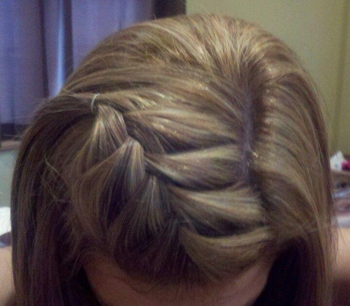 Плетение на волосах челки
