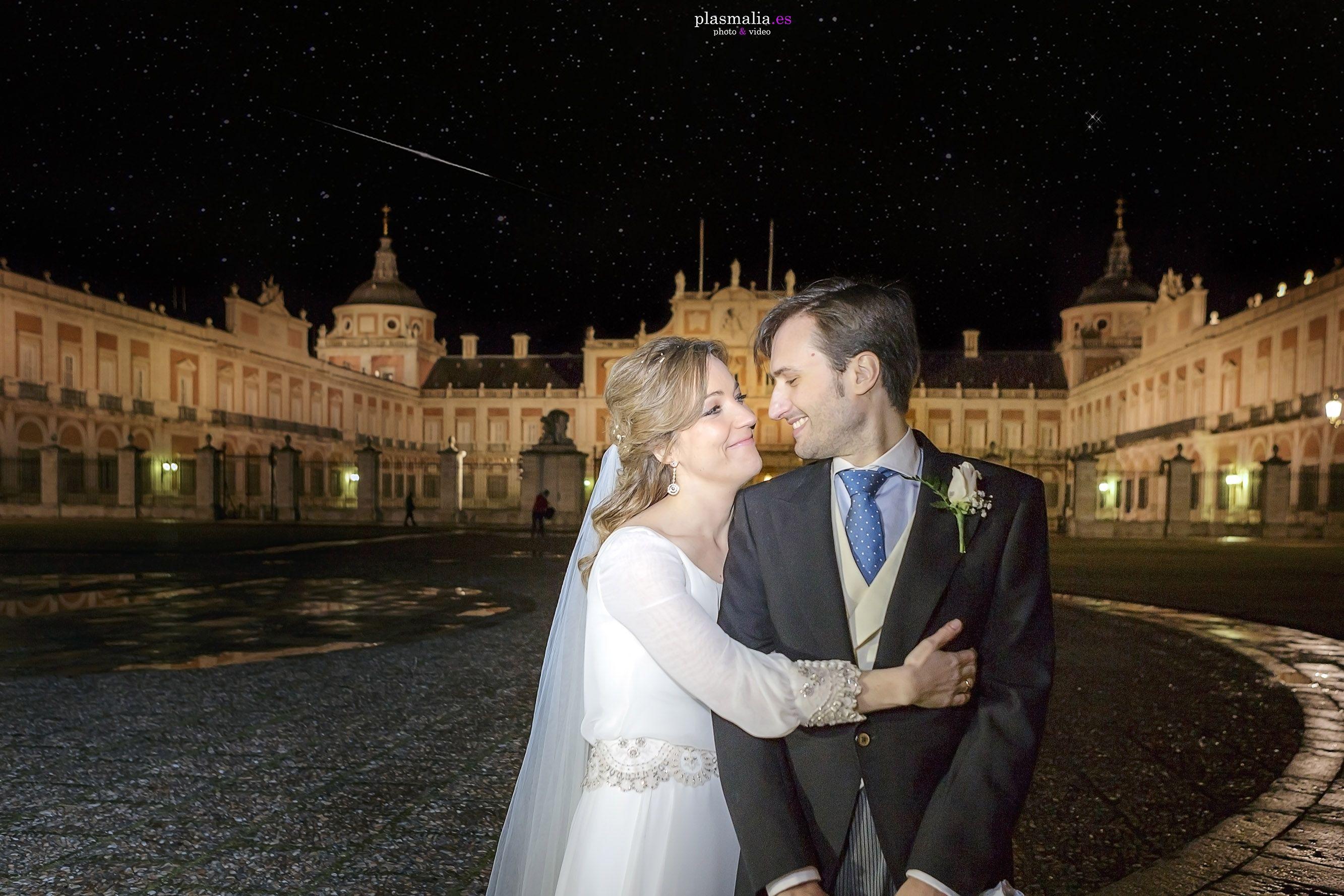 Fotografía de boda en la puerta del Palacio Real De Aranjuez