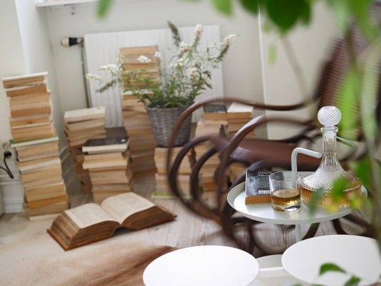 Nổi bật với chiếc ghế rung cổ điển tạo điểm nhấn, làm tăng thêm sự ấm cúng, sinh động cho căn nhà