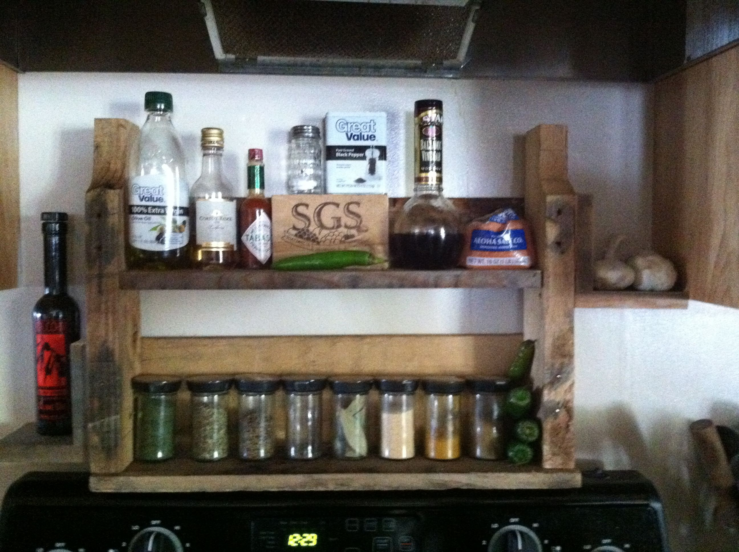 Pallet spice rack diy pinterest for How to make a spice rack out of pallets