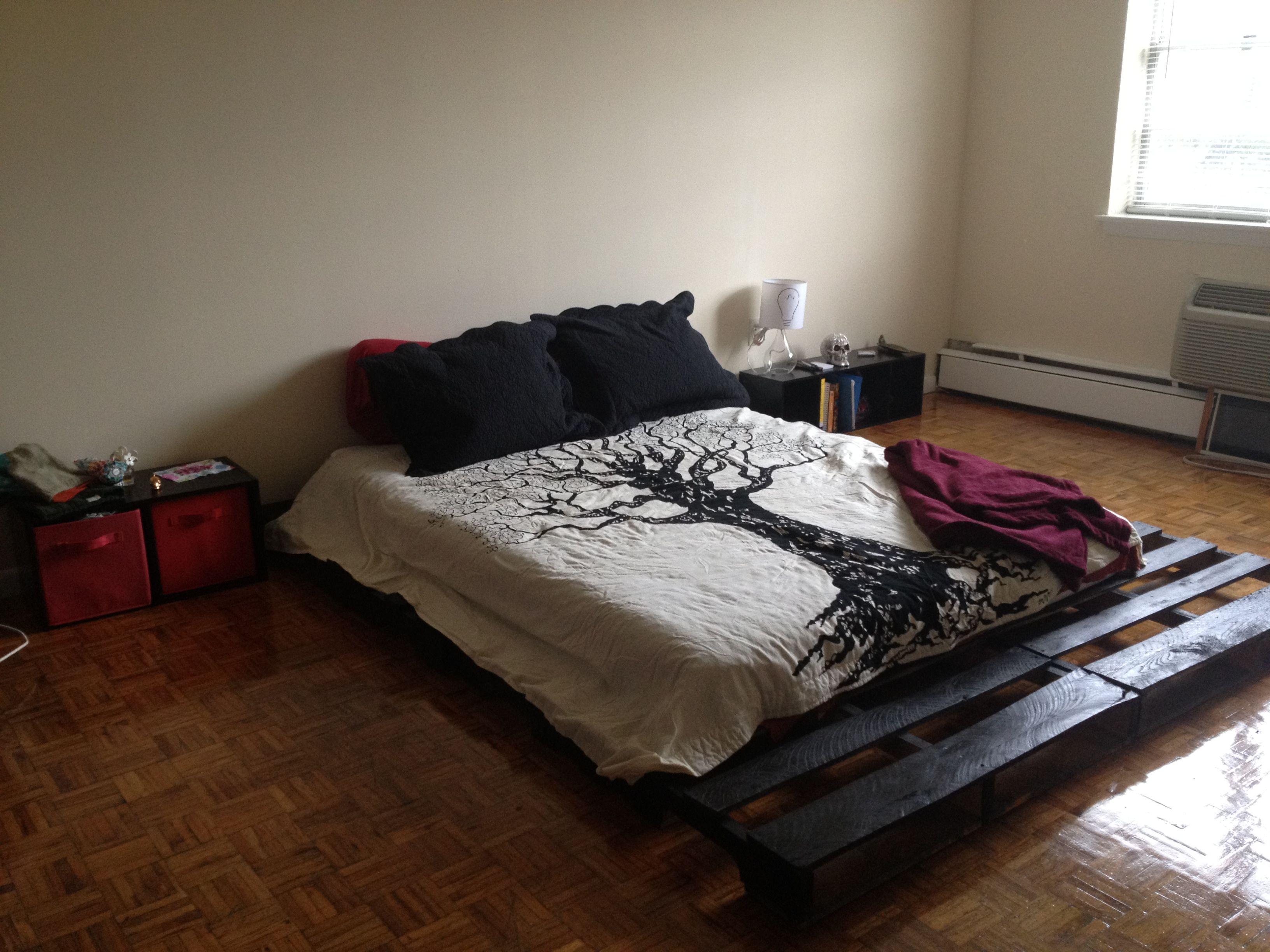 Pallet bed frame pallet mania pinterest for Pallet bed frame