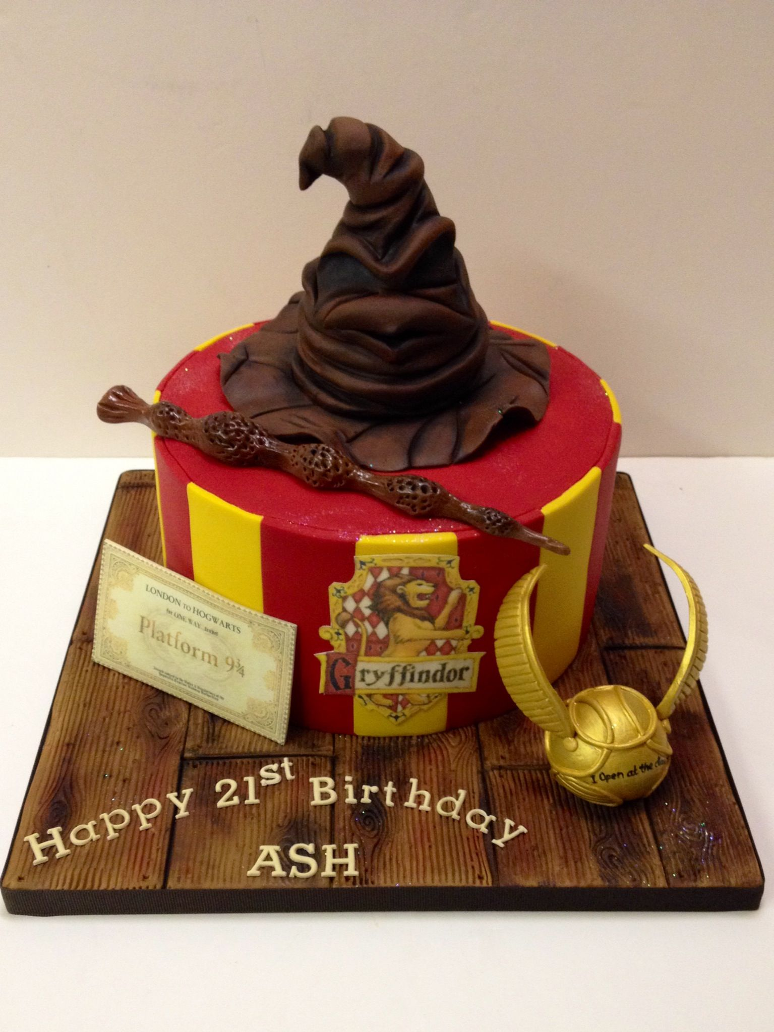 Birthday Cake Ideas Harry Potter : Pin by Brenda Harrison on OMG cakes! Pinterest