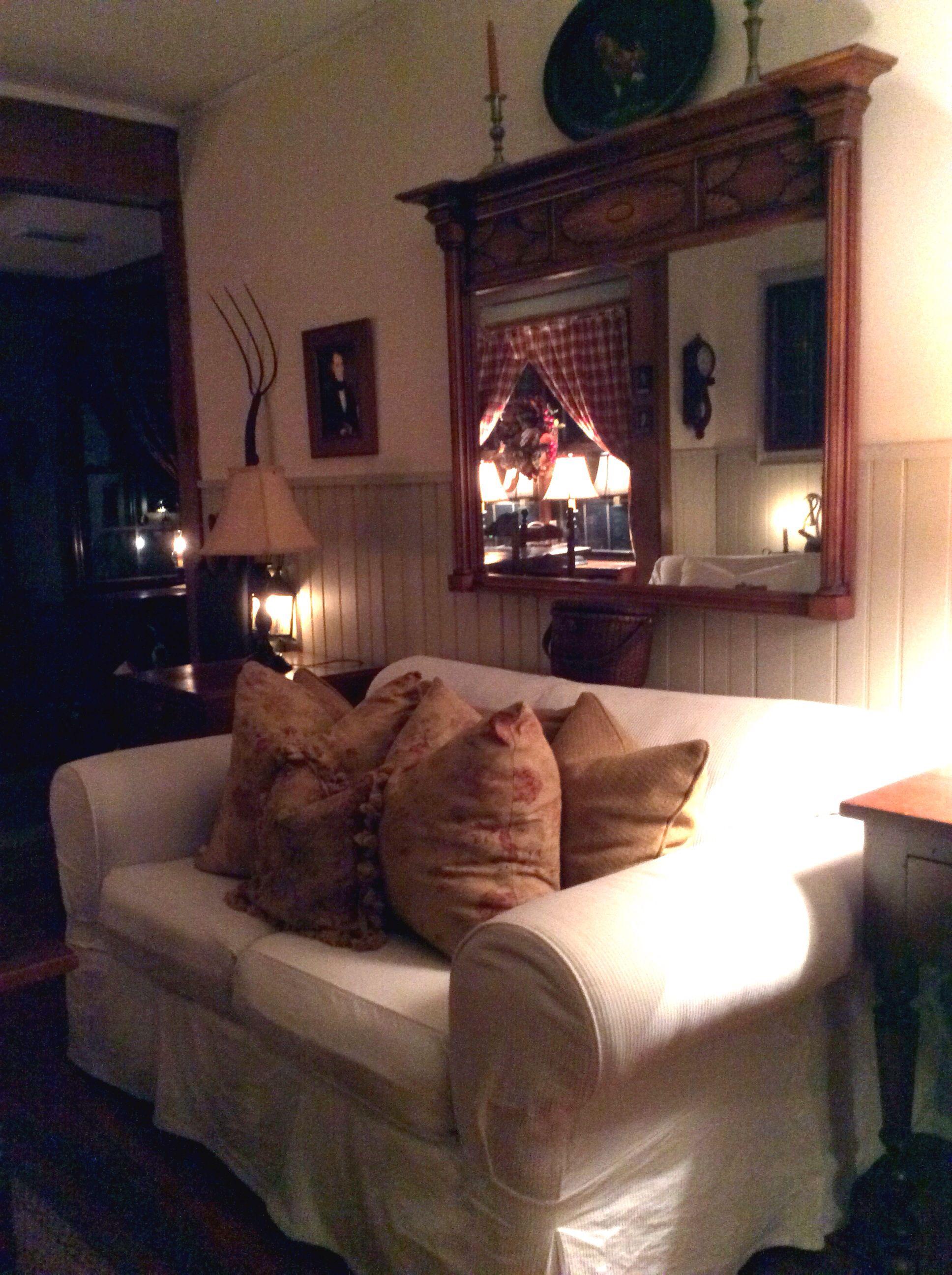 Primitive colonial design joy studio design gallery for Primitive living room ideas