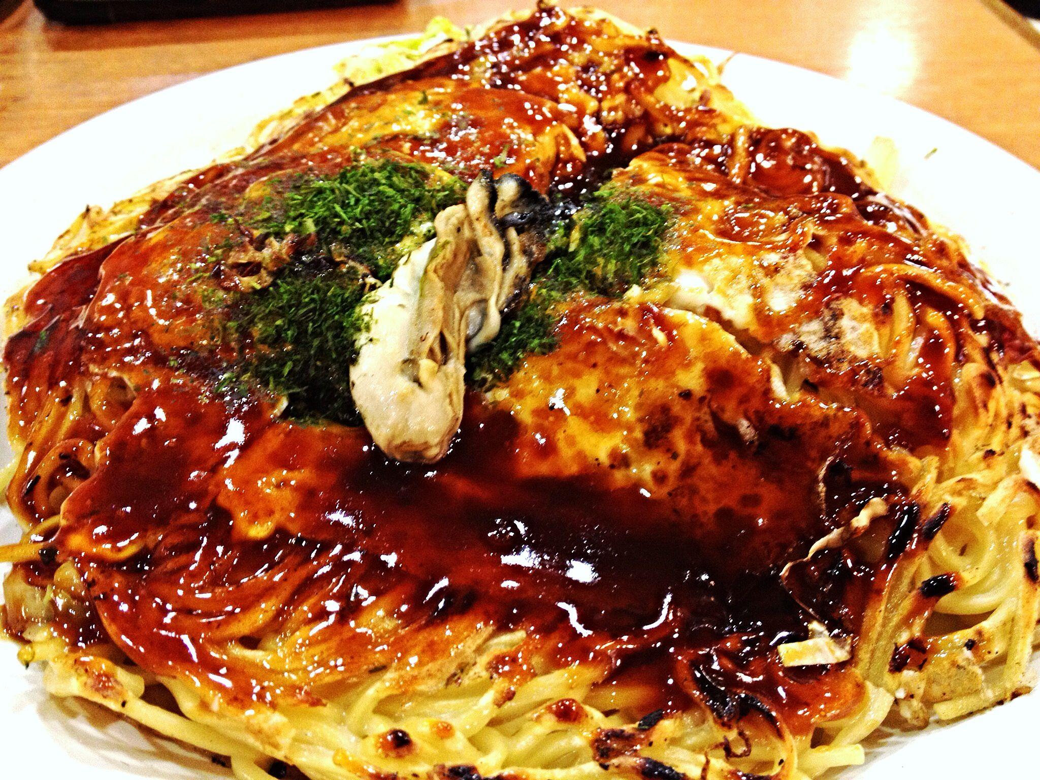 Okonomiyaki, Hiroshima style. 広島のお好み焼. | Japanese food ...