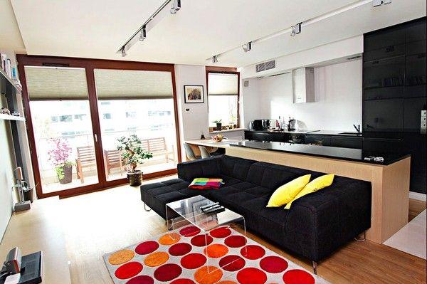 Phòng khách thêm ấn tượng với thảm và gối ôm màu sắc sặc sỡ