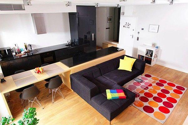 Phòng khách và khu vực ăn uống là không gian trọng tâm của căn hộ