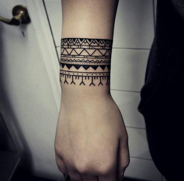40 Geometric Hand Tattoos For Men – Pattern Design Ideas foto
