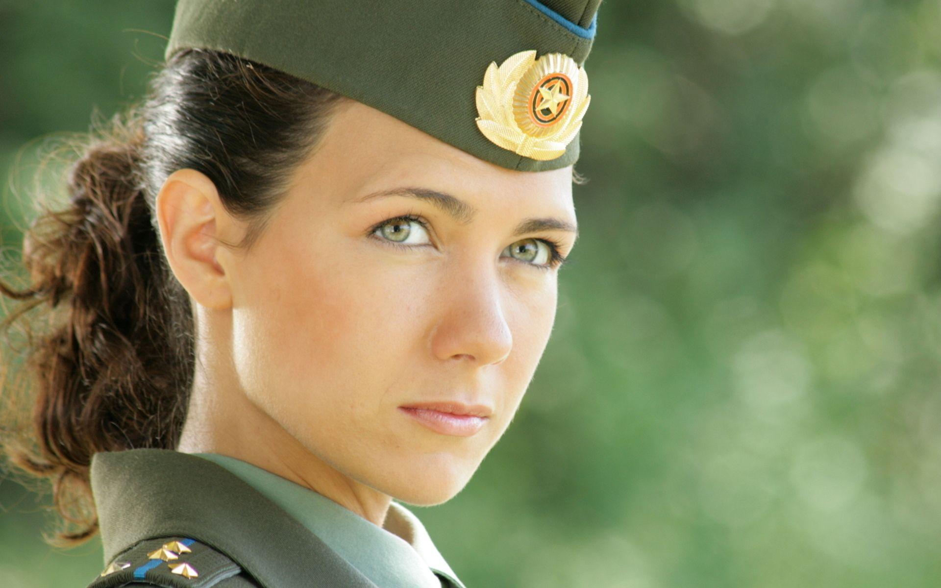 Русская девушка в военной форме 23 фотография