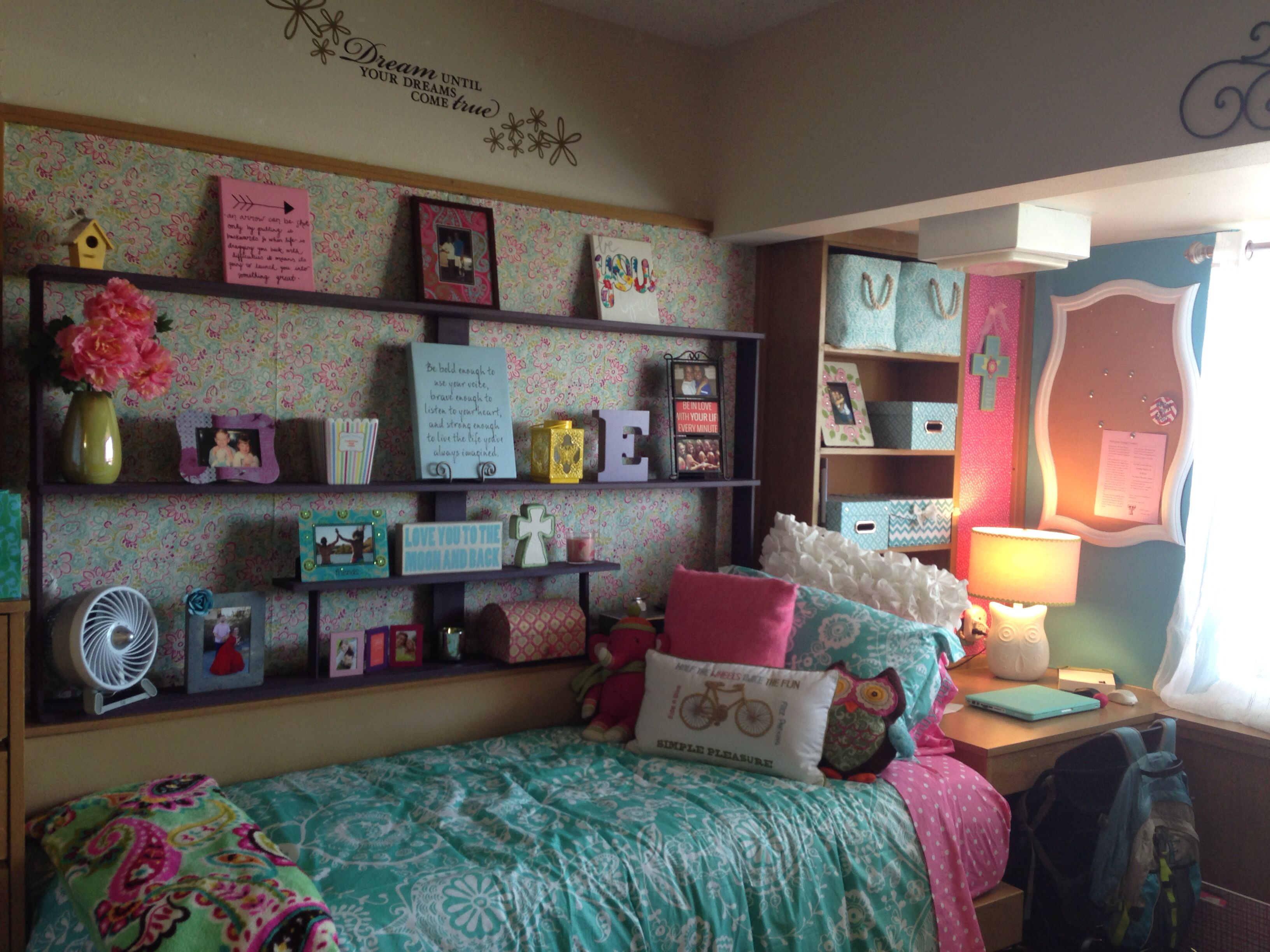 Dorm room decor college pinterest for Dorm living room ideas