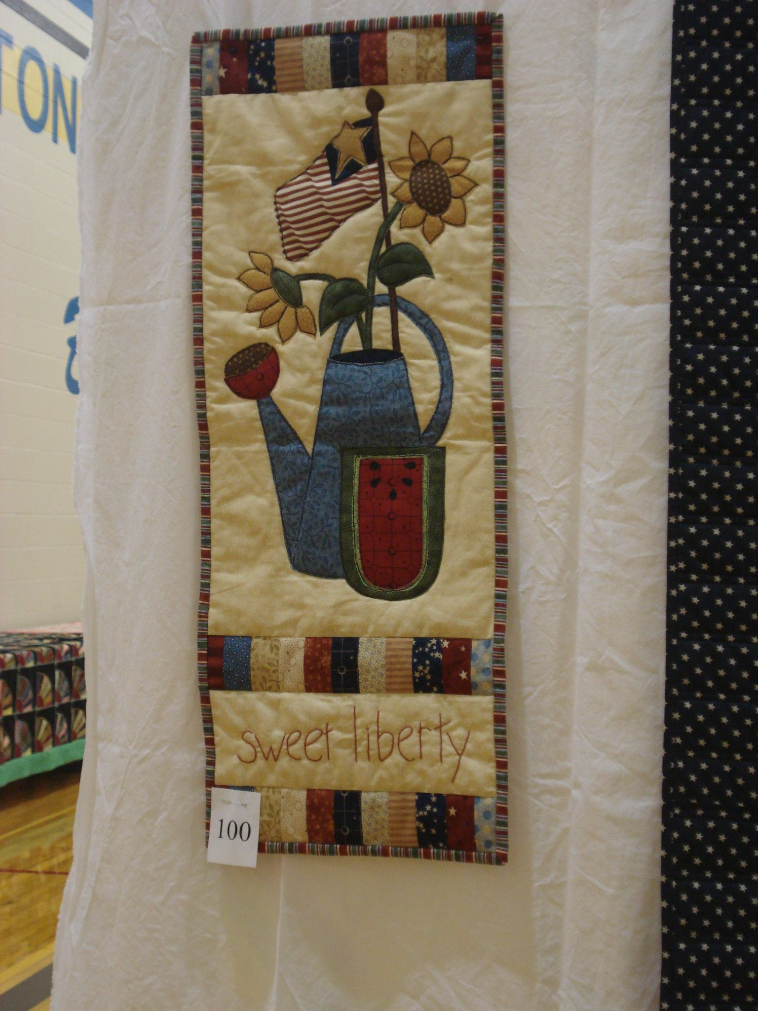 Cute wall hanging quilts pinterest for Cute wall hangings
