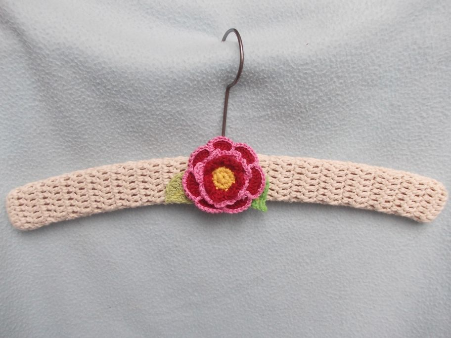 Crocheting On A Hanger : crochet hanger saj?t k?tEs, horgol?s... Pinterest