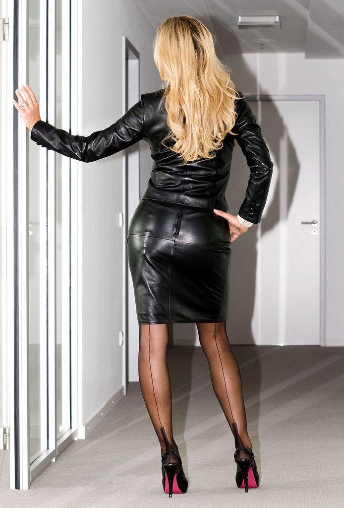 Top MILF pornstar Dannii Harwood models non nude in a latex dress and heels № 619027 без смс