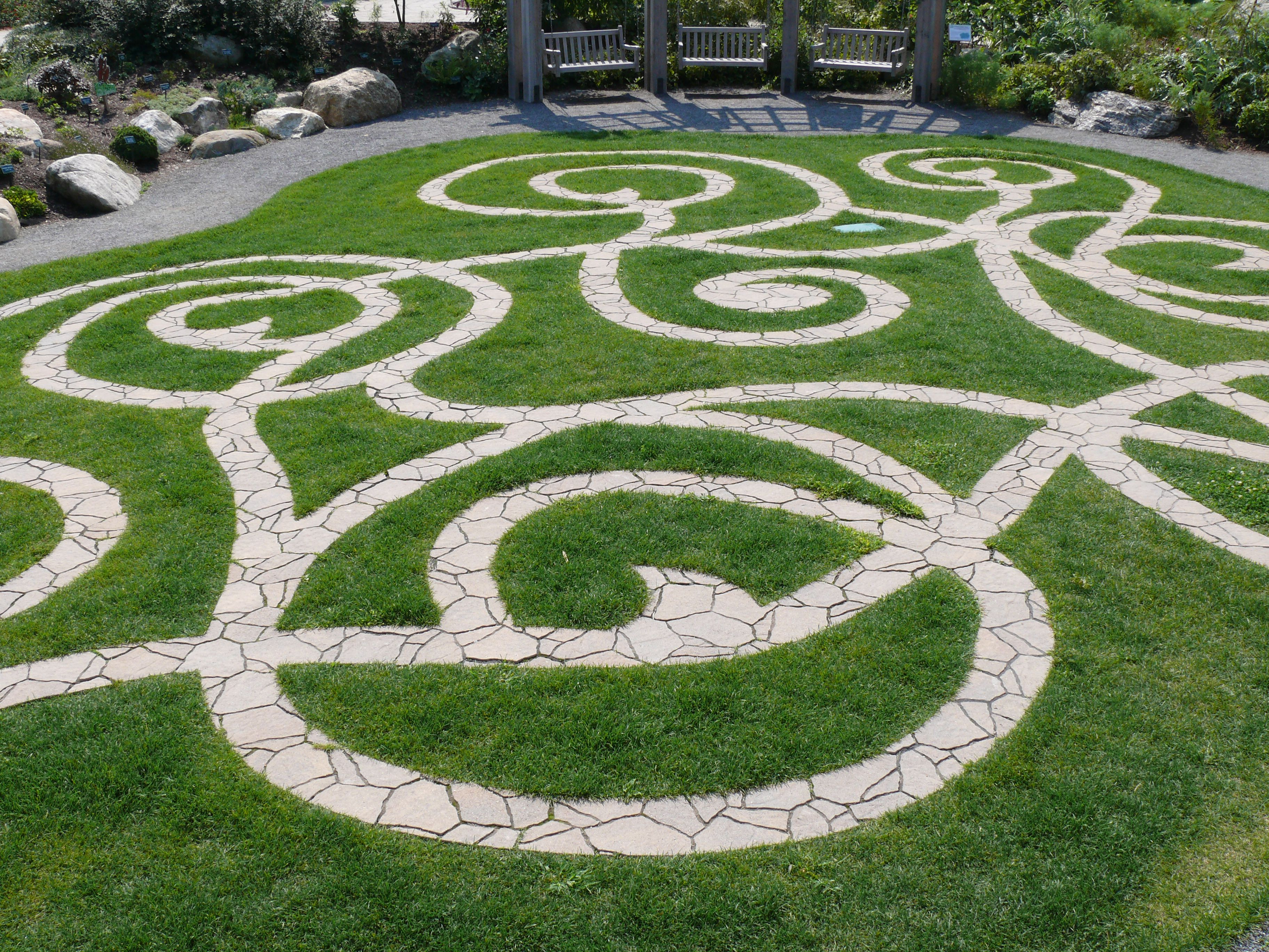Labyrinth unique garden ideas pinterest for Unique garden designs