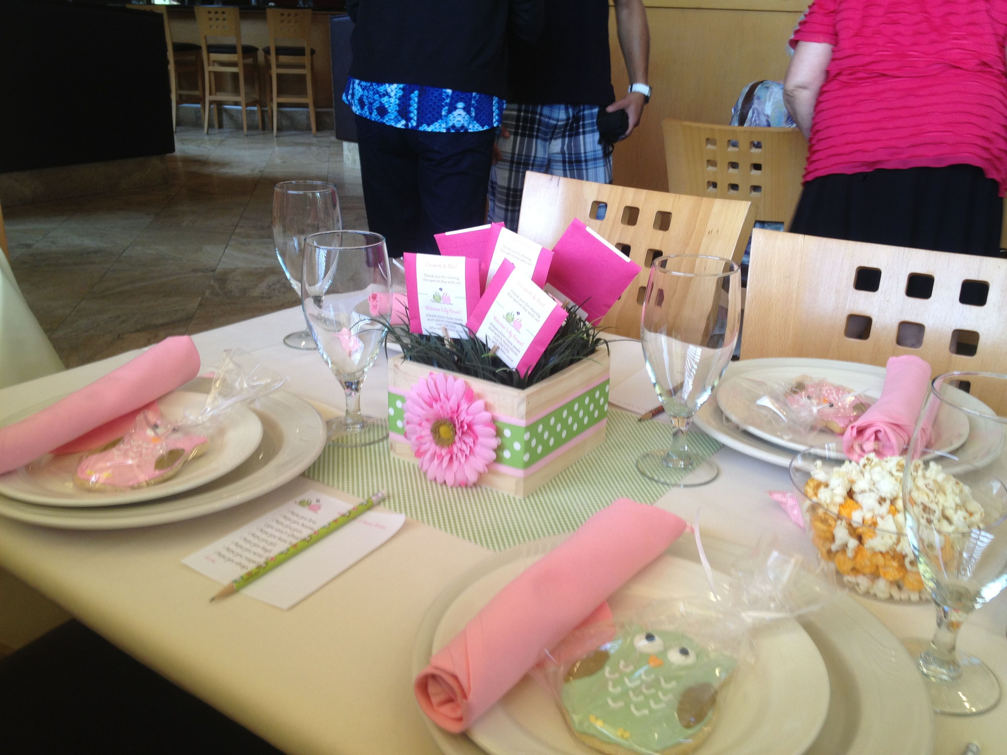 Baby shower table setting baby shower pinterest Baby shower table setting
