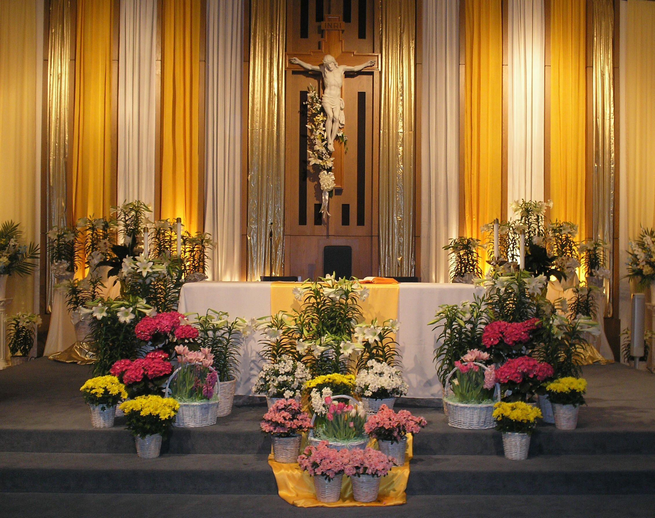 Easter altar christian altars pinterest for Altar decoration