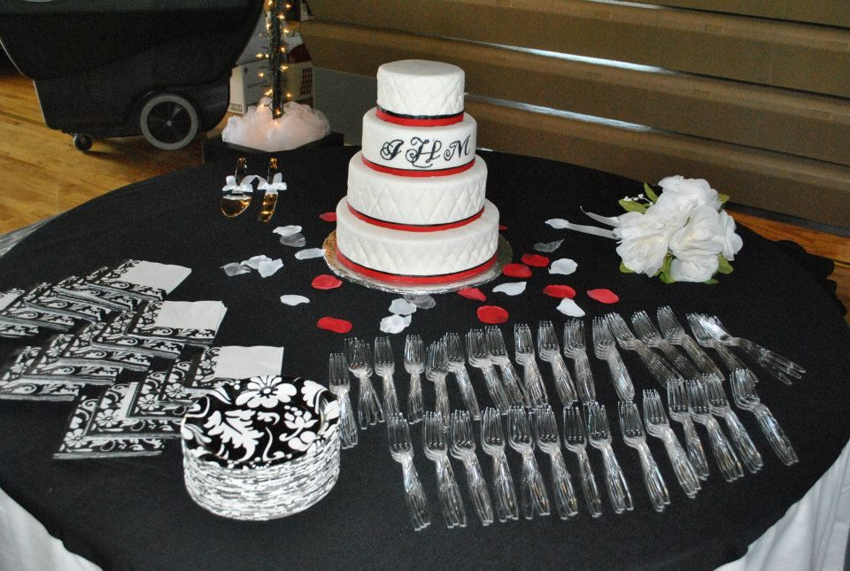 Wedding Cake Table Wedding Invitation Tables And Linens Pinterest