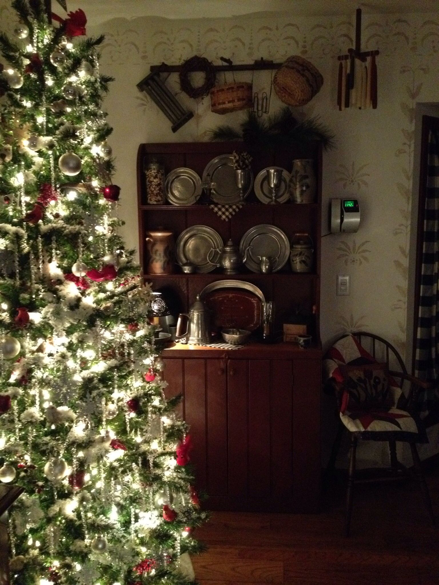Colonial christmas primitive country pinterest for Colonial home christmas decorations